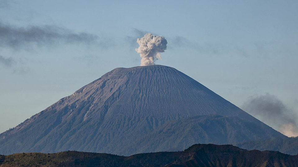 bali flights to resume after ash cloud cancellations the