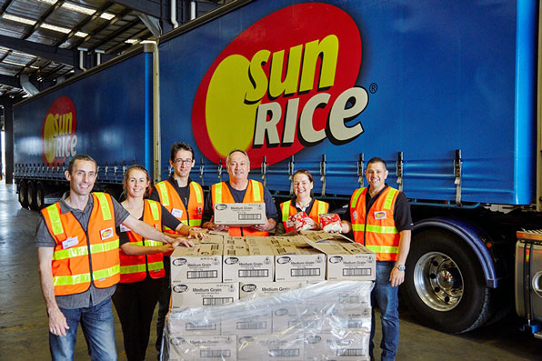 sunrice-team-with-donation-to-foodbank-dec-2015