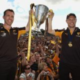 Alastair Clarkson and Sam Mitchell with Hawthorn's 2008 premiership cup.