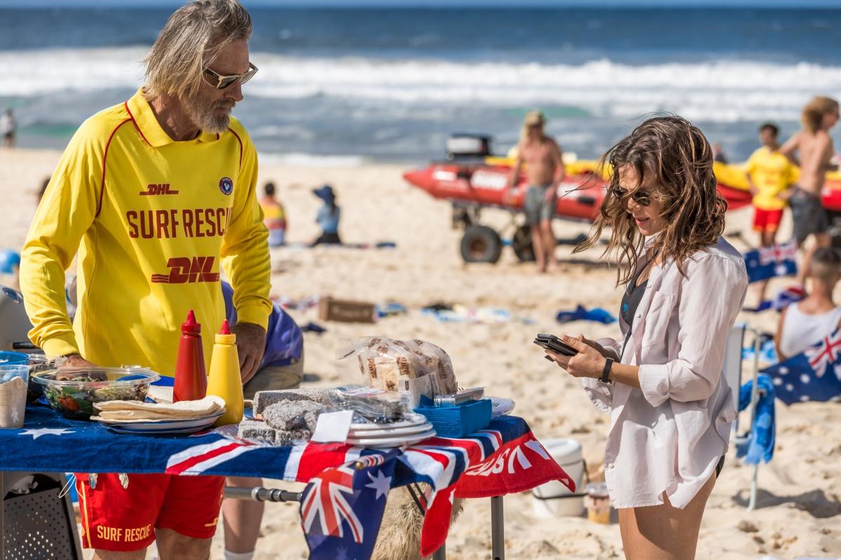 Tori (Yael Stone) returns to Sydney after a stint in Goulburn.