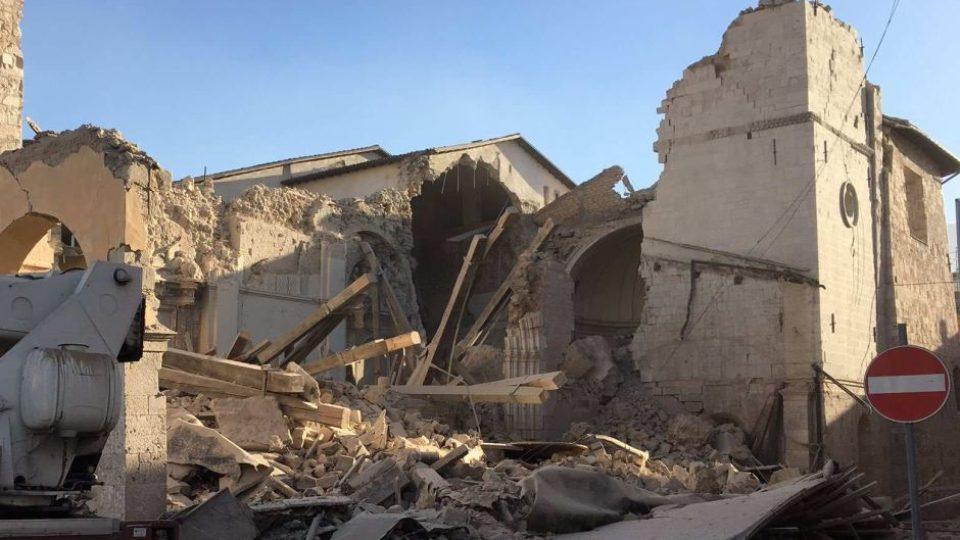 Quake measuring 7.1 magnitude strikes central Italy