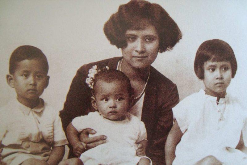 A baby photo of Bhumibol Adulyadej (C) with his mother and siblings Ananda Mahidol (L) and Galyani Vadhana (R)