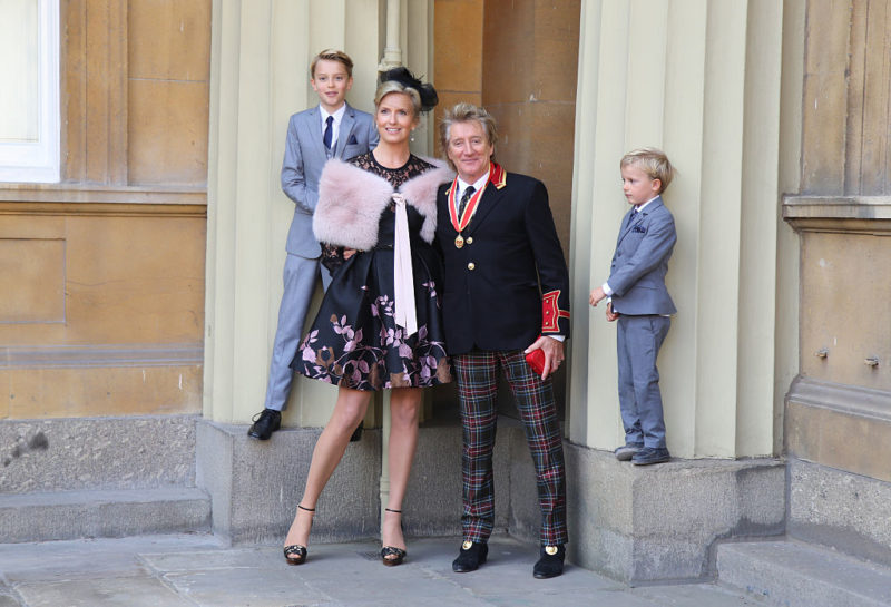 "Sir Rod Stewart thanked Queen Elizabeth and promised to ""wear it well"". Photo: Getty."