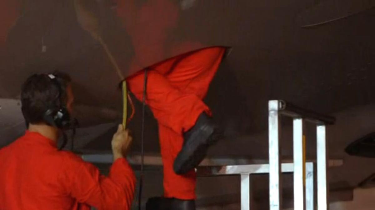 Qantas crew repair