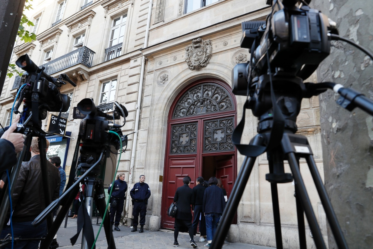 Media outside Kim Kardashian's private residence in Paris, where the robbery took place. Photo: Getty