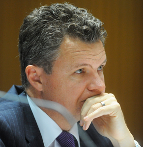 Committee deputy chair Matt Thistlethwaite is says he and the other three non-government MPs won't have enough time to grill the four bank bosses. Photo: AAP