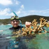 Hanson visits reef