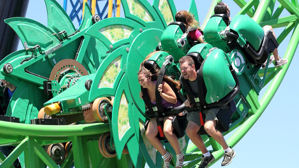 Computer Fault Halts Movie World S Green Lantern Rollercoaster