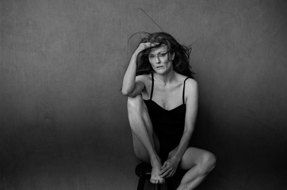 julianne-moore-pirelli-calendar