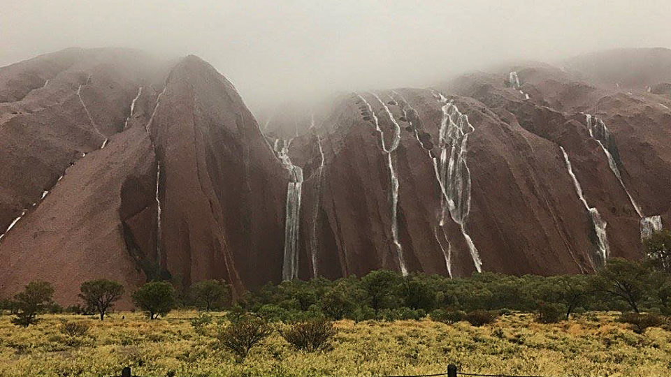 Uluru flash flooding