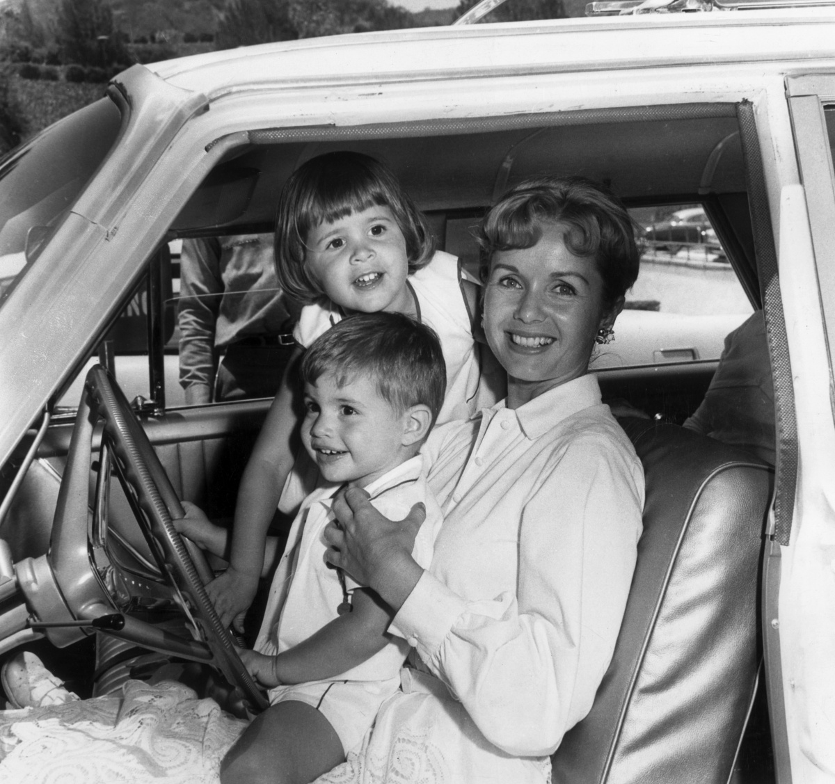 Debbie Reynolds with her children, Carrie and Todd, in 1960. Photo: Getty