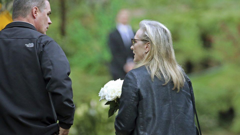 Streep at Debbie Reynolds Carrie Fisher memorial