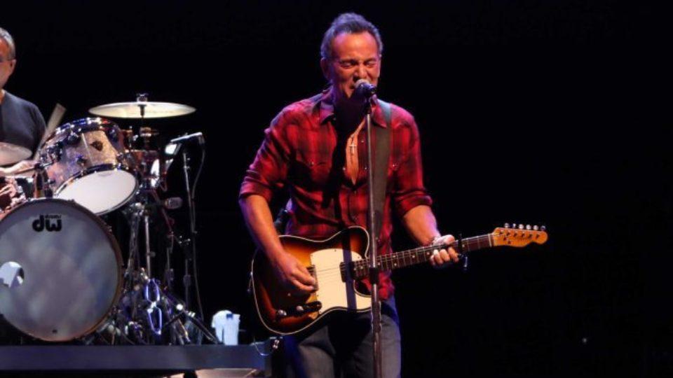 Bruce Springsteen in Perth backs anti-Trump protestors