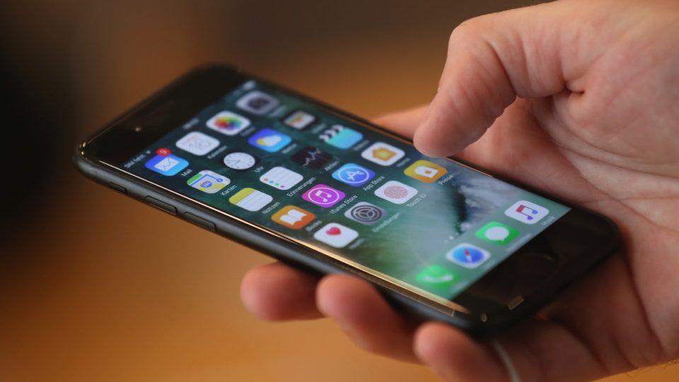iphone apple hand home screen