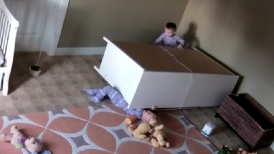 toddler rescues twin