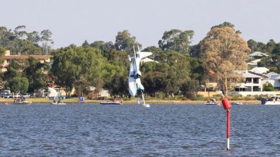Swan River light plane crash