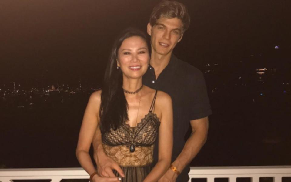 Bye Rupert Wendi Deng Enjoys Romance With 21 Year Old