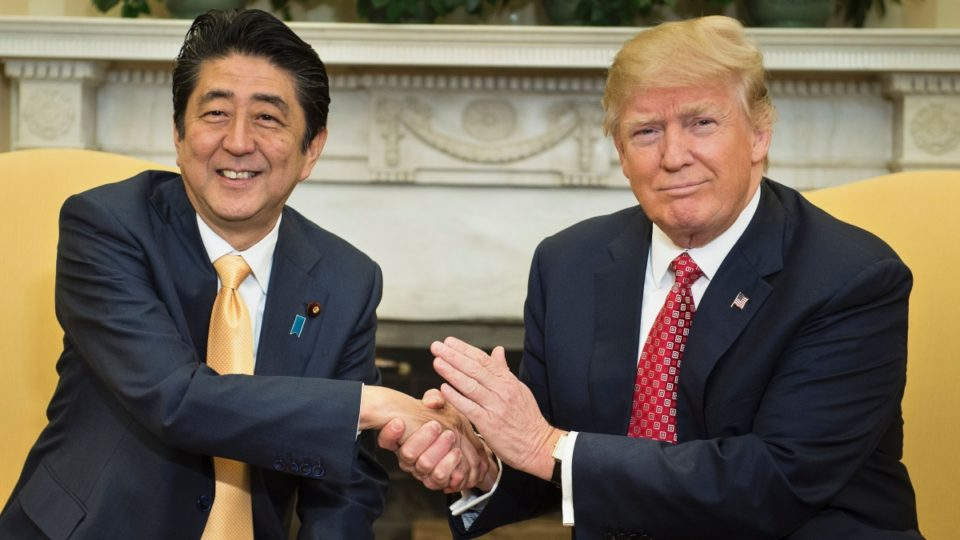 trump meets abe