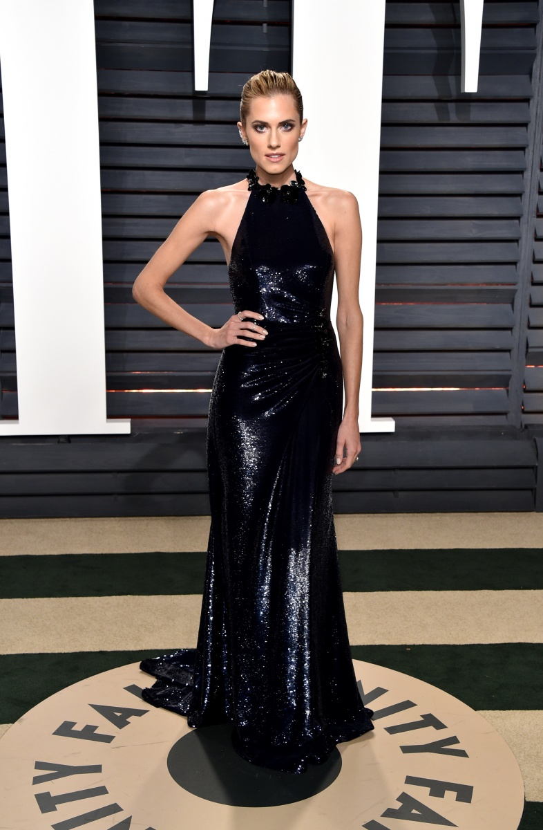 A newly-blonde Allison Williams, from the hit show Girls, looks elegant in dark blue.