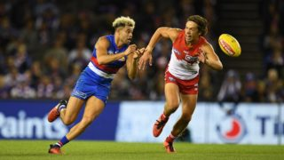 The Dogs' Jason Johannisen in action during Round 2 of the AFL season. Photo: AAP