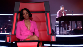 Kelly Rowland listens intently to the performance of Hoseah Partsch.