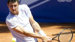 Bernard Tomic returns to form with a convincing win in Barcelona.