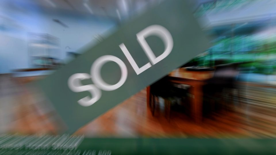 auction sold sign