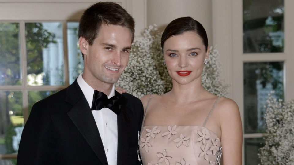 Miranda Kerr serenades her new husband at their backyard ...
