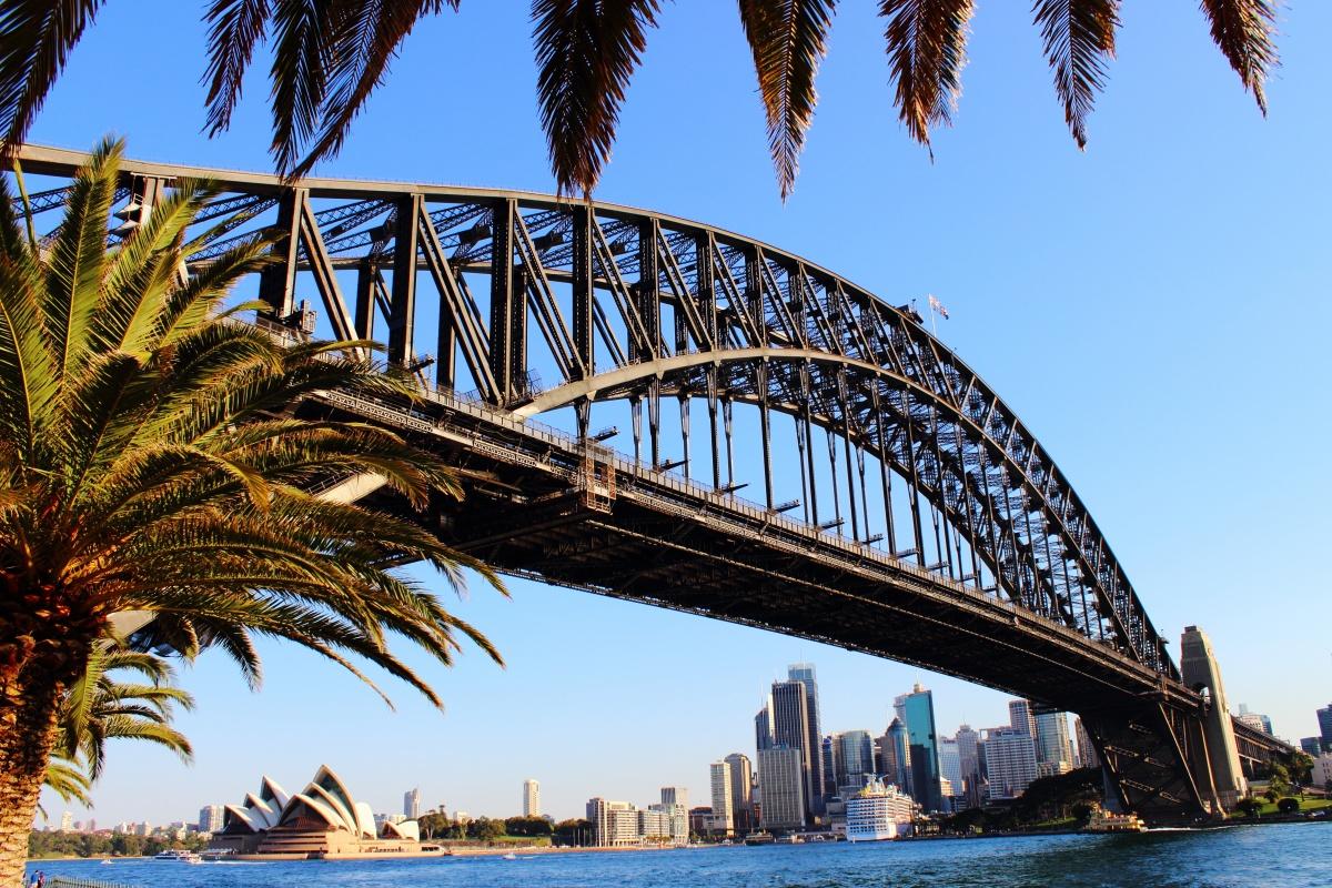 sydney bridge sun hot