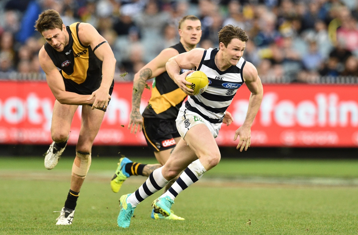 Shaun Hampson of the Tigers (left) and Patrick Dangerfield of the Cats contest during the Round 21 AFL match between the Richmond Tigers and the Geelong Cats at the MCG in Melbourne, Sunday, Aug. 14, 2016