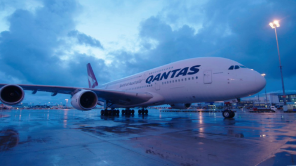 Two Qantas planes turn back to Australia over safety concerns