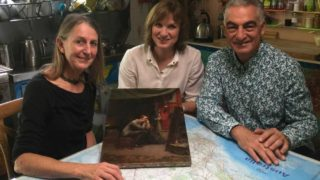 Lisa Roberts, great-granddaughter of Tom Roberts, with Fake or Fortune presenter Fiona Bruce (C) and owner Joe Natoli