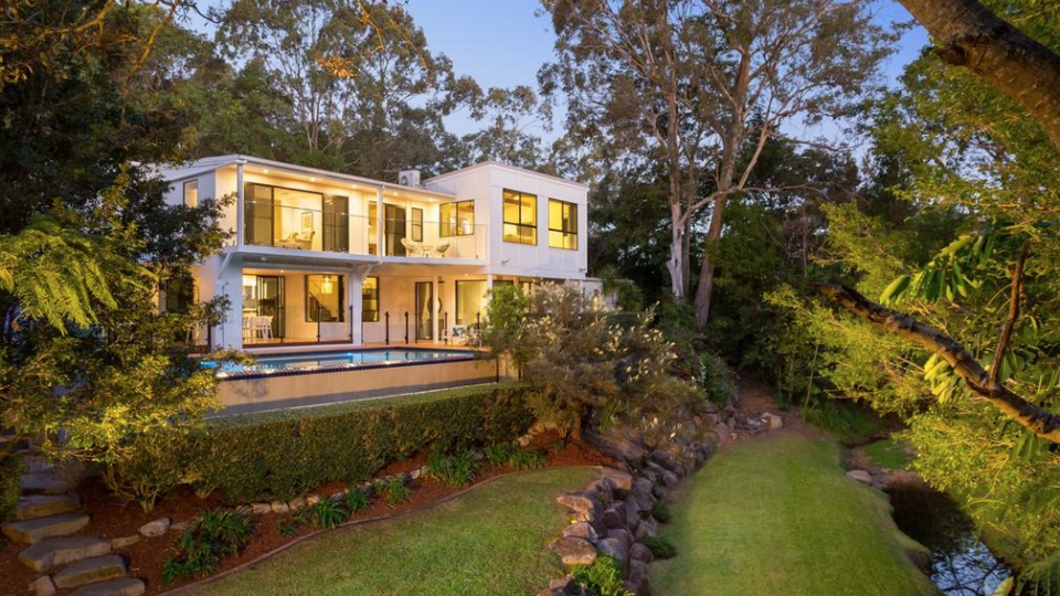 Melbourne auctions boom as property sales stagnate
