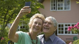 old-people-smartphone-mobile