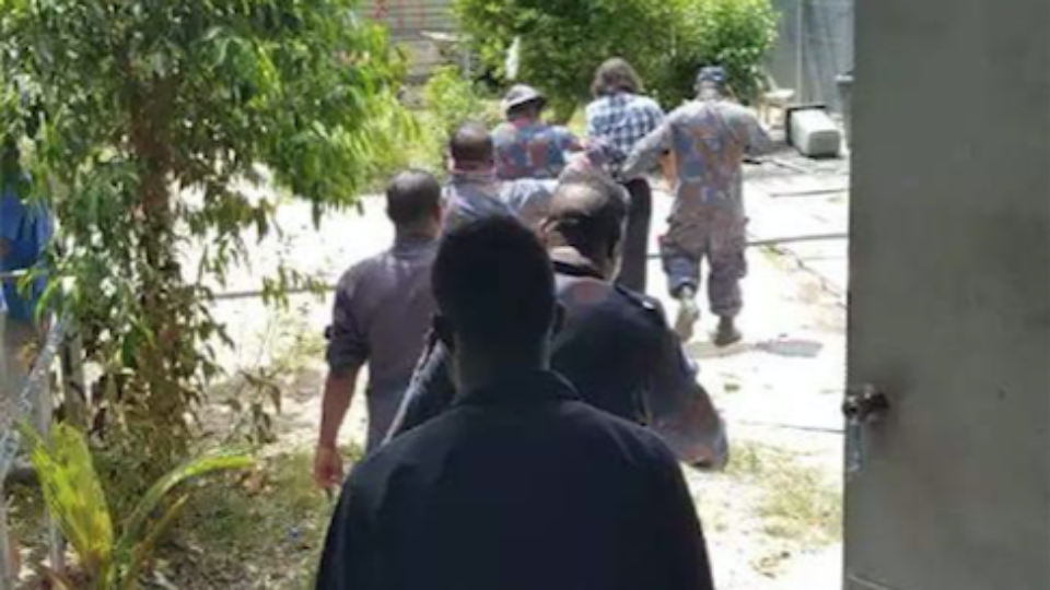 PNG Police operating to remove 400 men from Manus Island facility