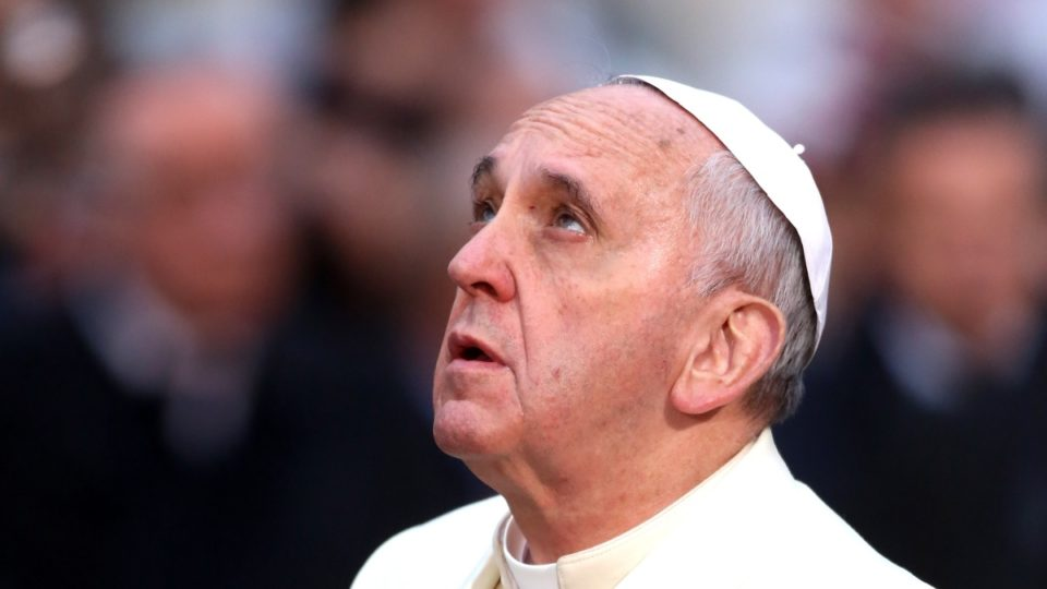 Pope's emotional anti-war plea at U.S. military cemetery