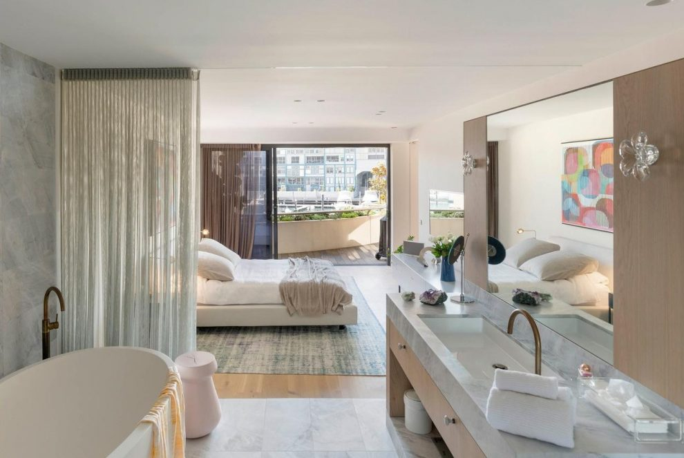 The Woolloomooloo apartment had a price guidance of between $5 to $5.5 million.