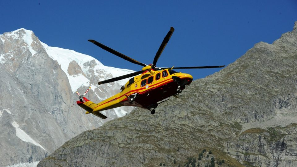 150 skiers rescued by helicopter in Swiss Alps