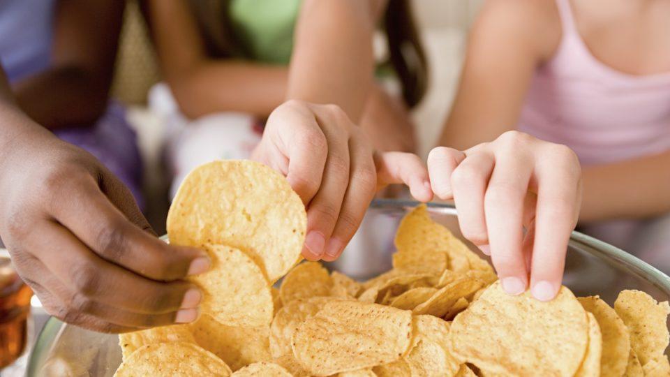 hands-grabbing-potato-chips
