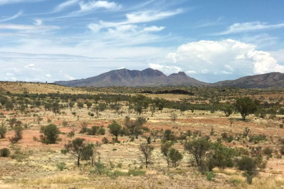 33-year-old United States  tourist dies hiking in Australia Outback heat