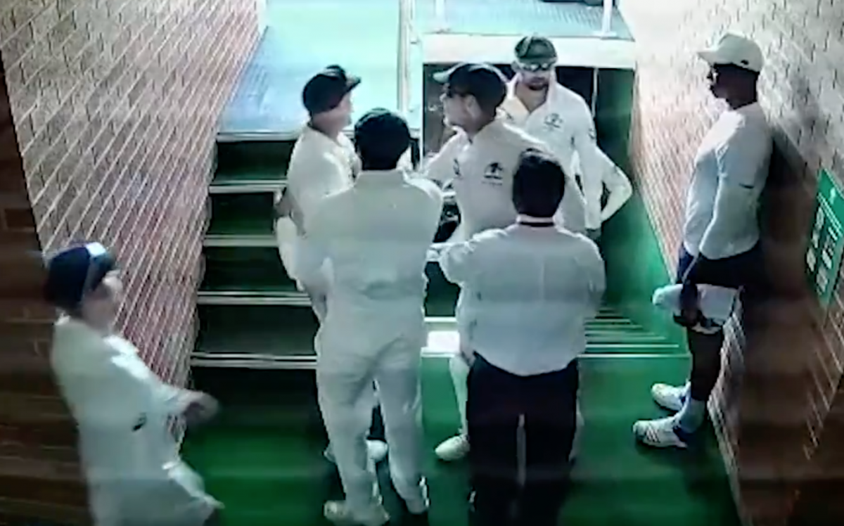 CCTV footage shows David Warner abusing Quinton de Kock at the tea break on day four