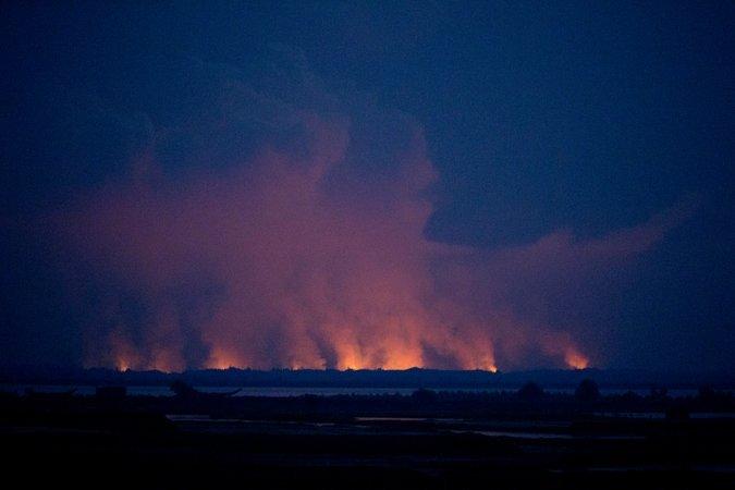 rohingya burn villages