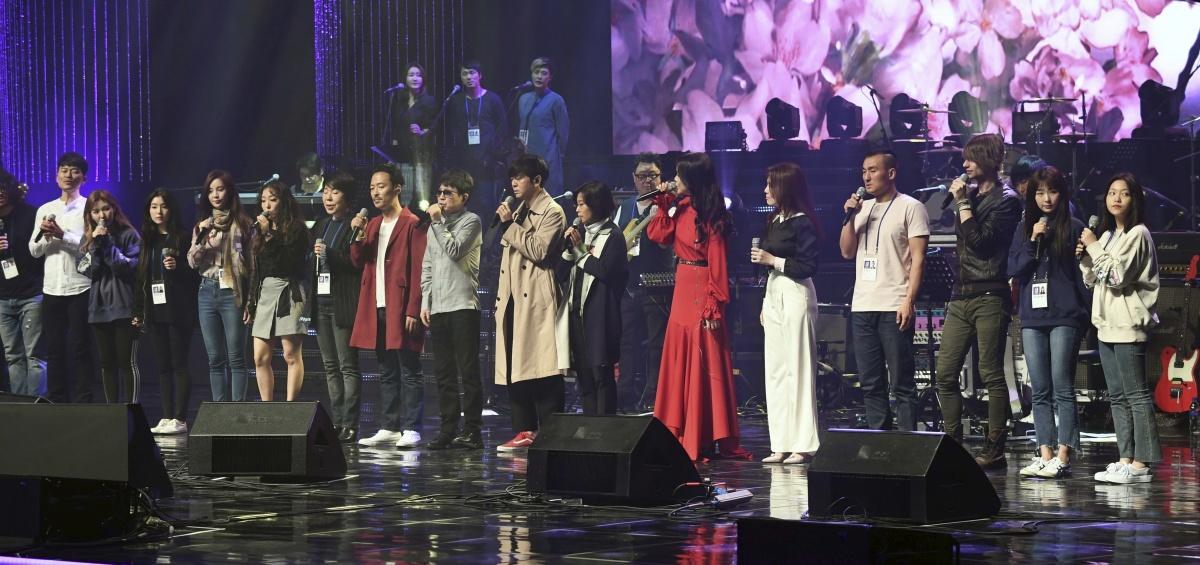 Kim Jong-un attends K Pop concert