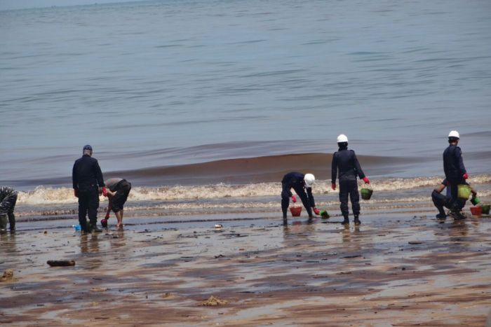 Port city on Borneo declares emergency as oil spill spreads