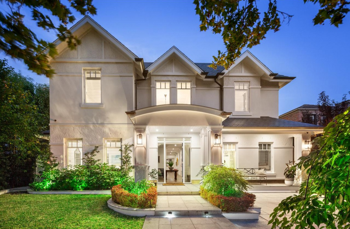 Man Cave Show Melbourne : Mansion with man cave goes for secret sum the new daily