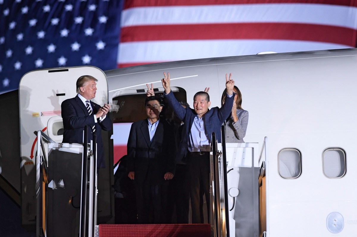 Donald Trump and prisoners released by Kim Jong-un