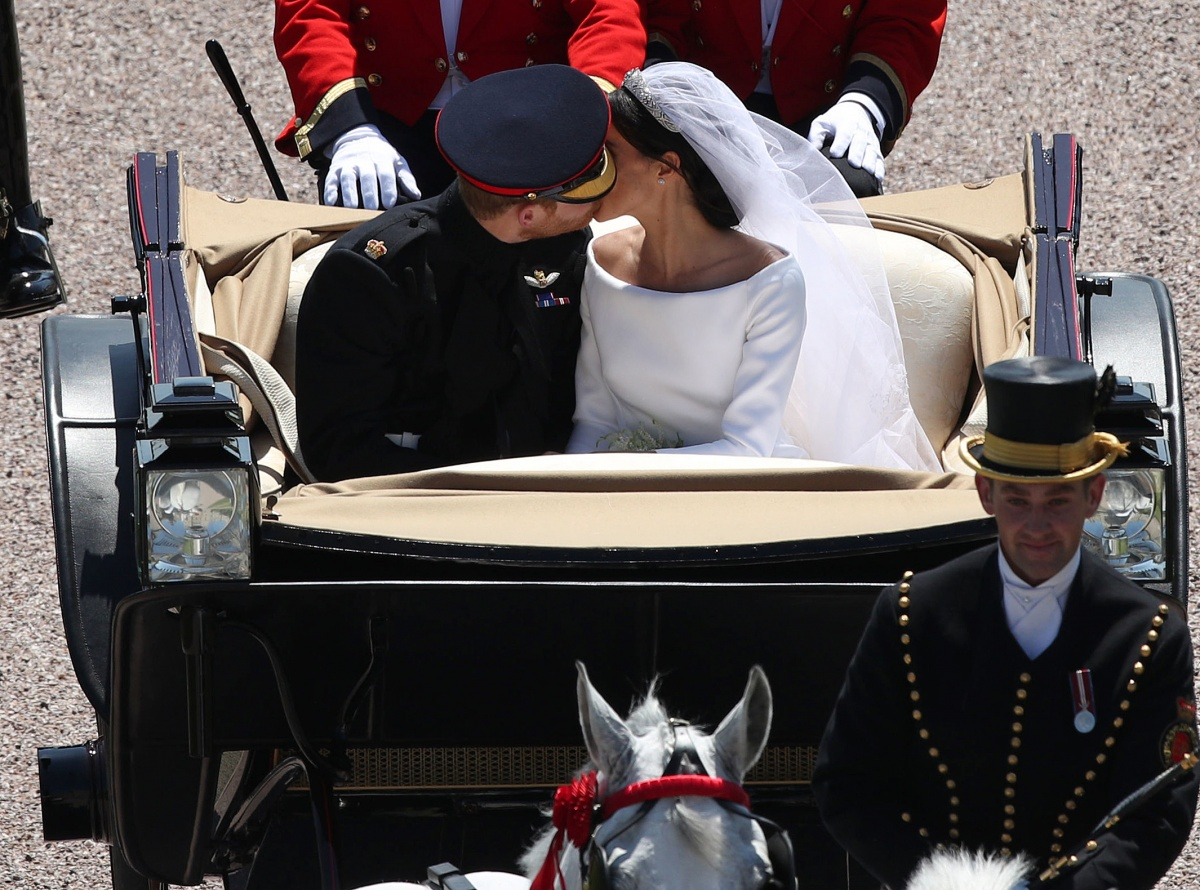 Harry and Meghan second kiss