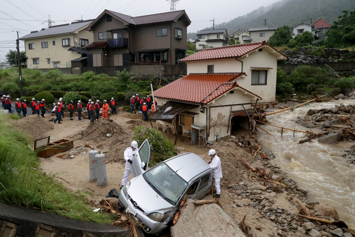 Death toll reaches 100 in massive Japanese floods