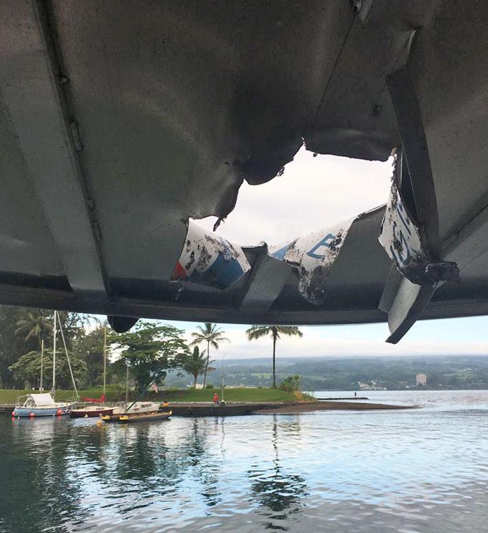 Hawaii-lave-hits-boat