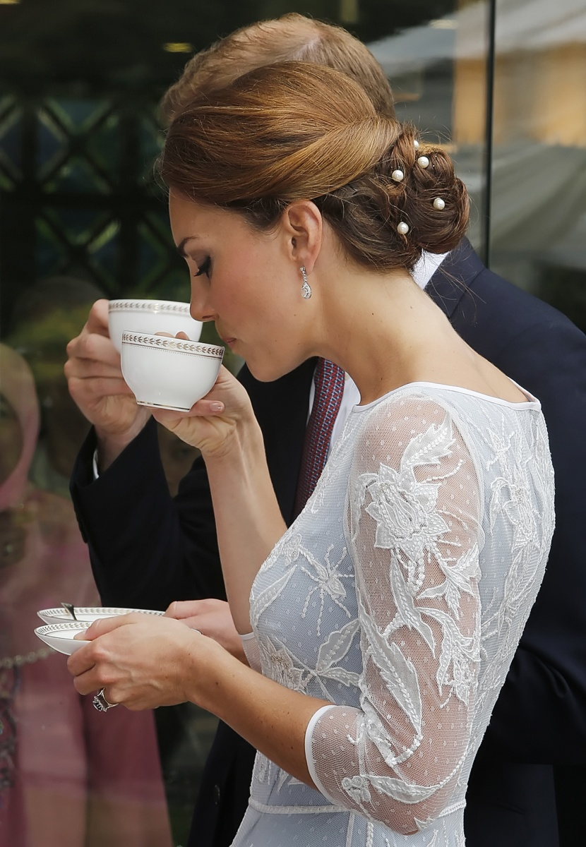 Duchess of Cambridge drinks tea